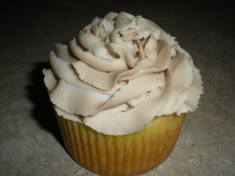 Almond Cupcakes With Maple Frosting! on Cake Central