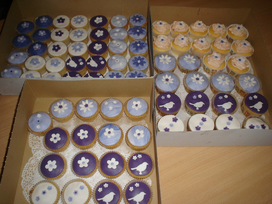 Cupcakes Purple En White on Cake Central