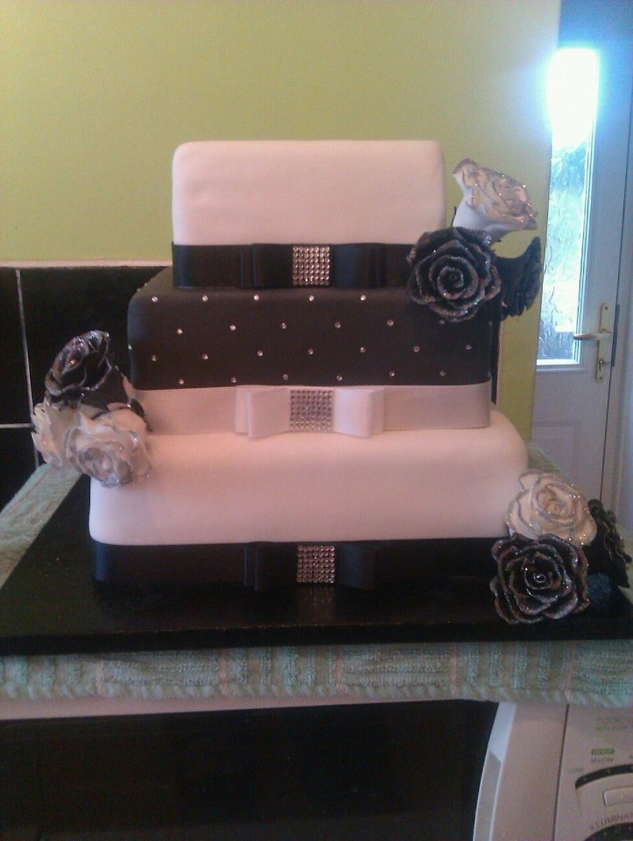 Black, White And Sparkly on Cake Central