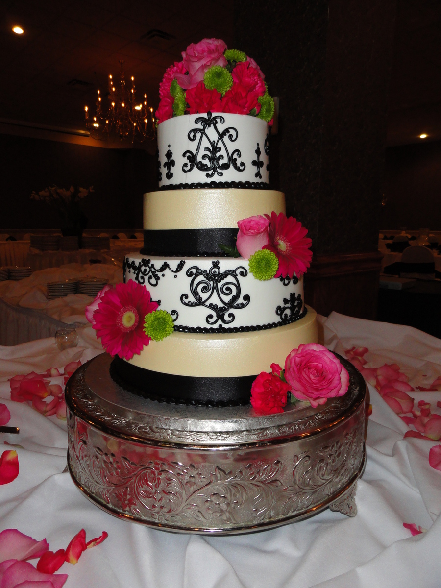 Champagne And Black Detailing With Fresh Flowers on Cake Central