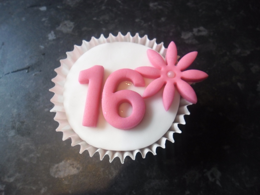 Sweet 16 Daisy Cupcake on Cake Central