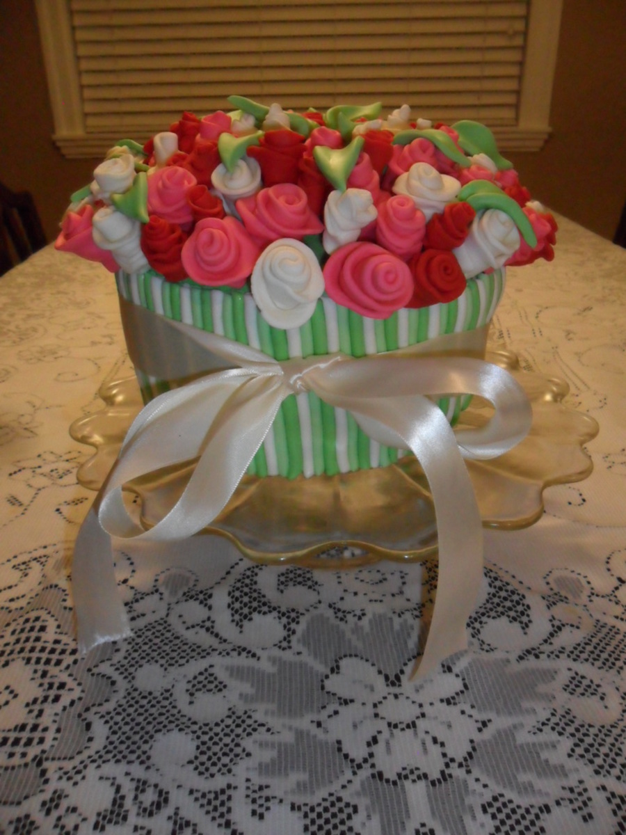 Bouquet of roses cake cakecentral a birthday cake for my sister in law a bouquet of roses in a flower pot the cake underneath is chocolate izmirmasajfo