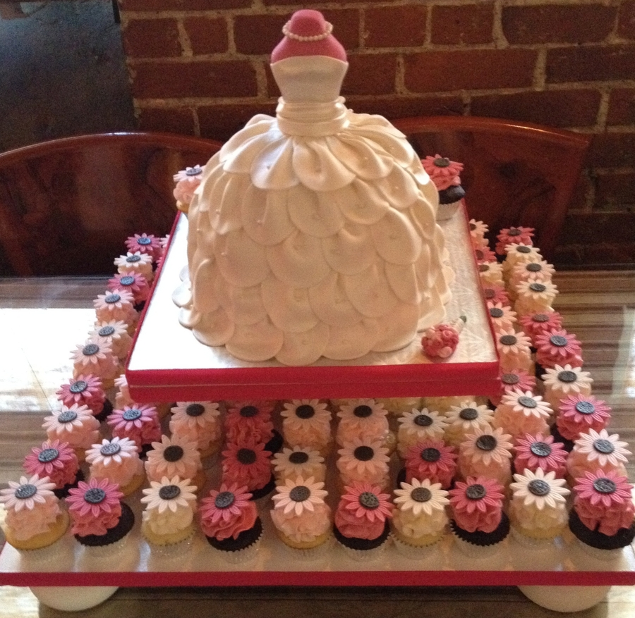 Wedding Gown Cakes: Bridal Shower Wedding Dress Cake With Cupcakes
