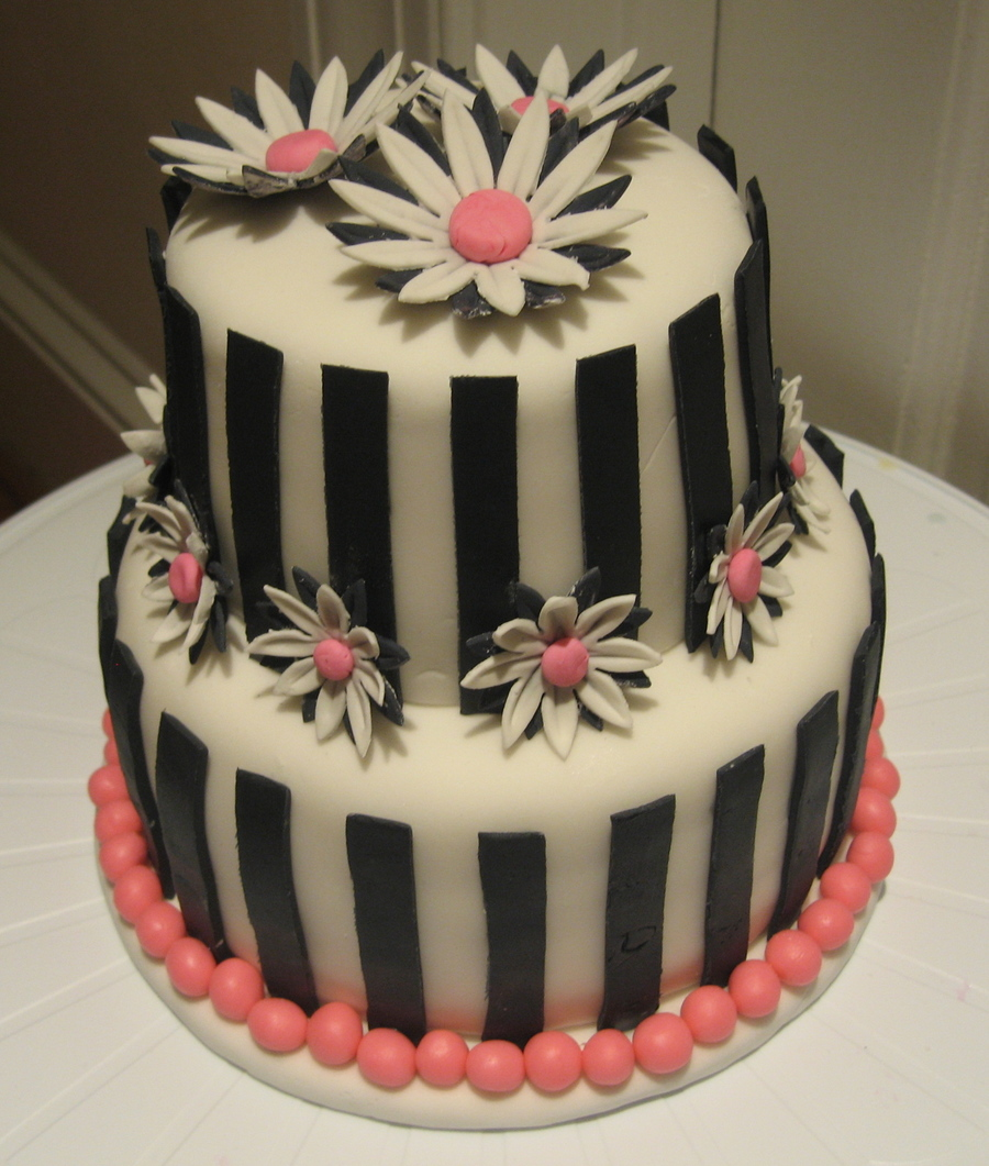 Black And White Daisy Cake on Cake Central