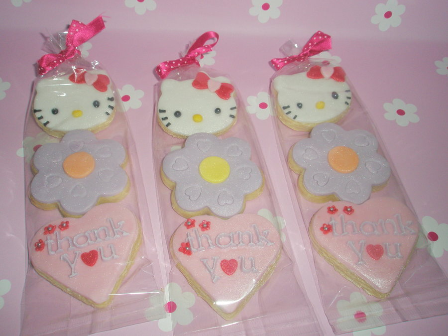 'hello Kitty' Cookie Party Favours  on Cake Central