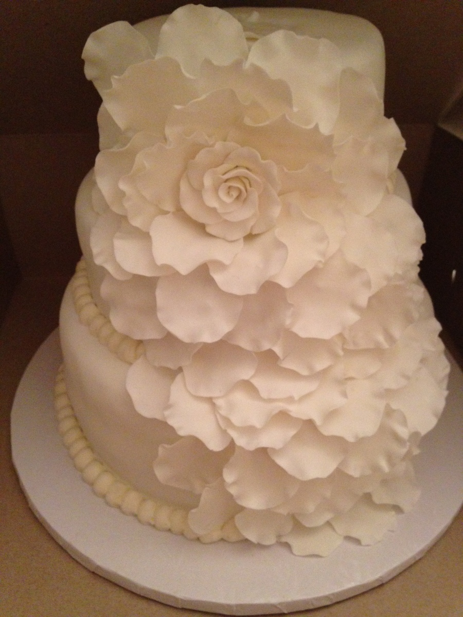 rose petals on wedding cake 10 inch 8 inch 6 inch tiers and petals are made from 19300