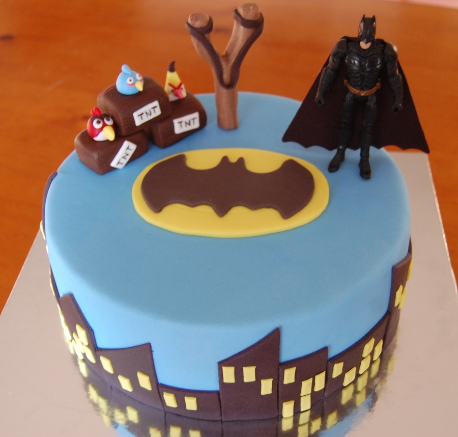 Angry Birds Battle With Batman on Cake Central