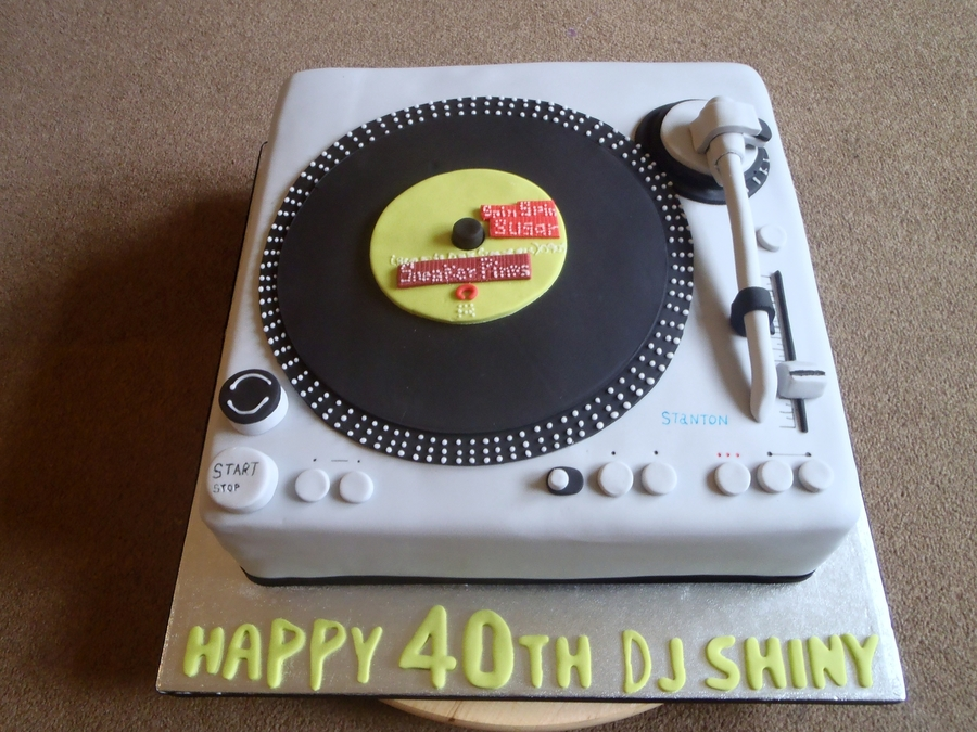 Record Player/decks Cake on Cake Central