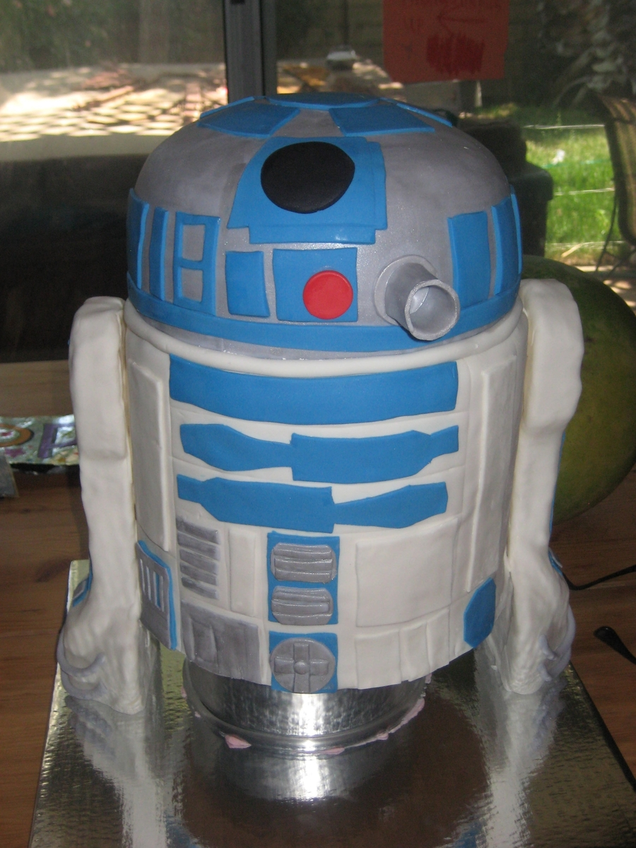 3D R2D2 on Cake Central