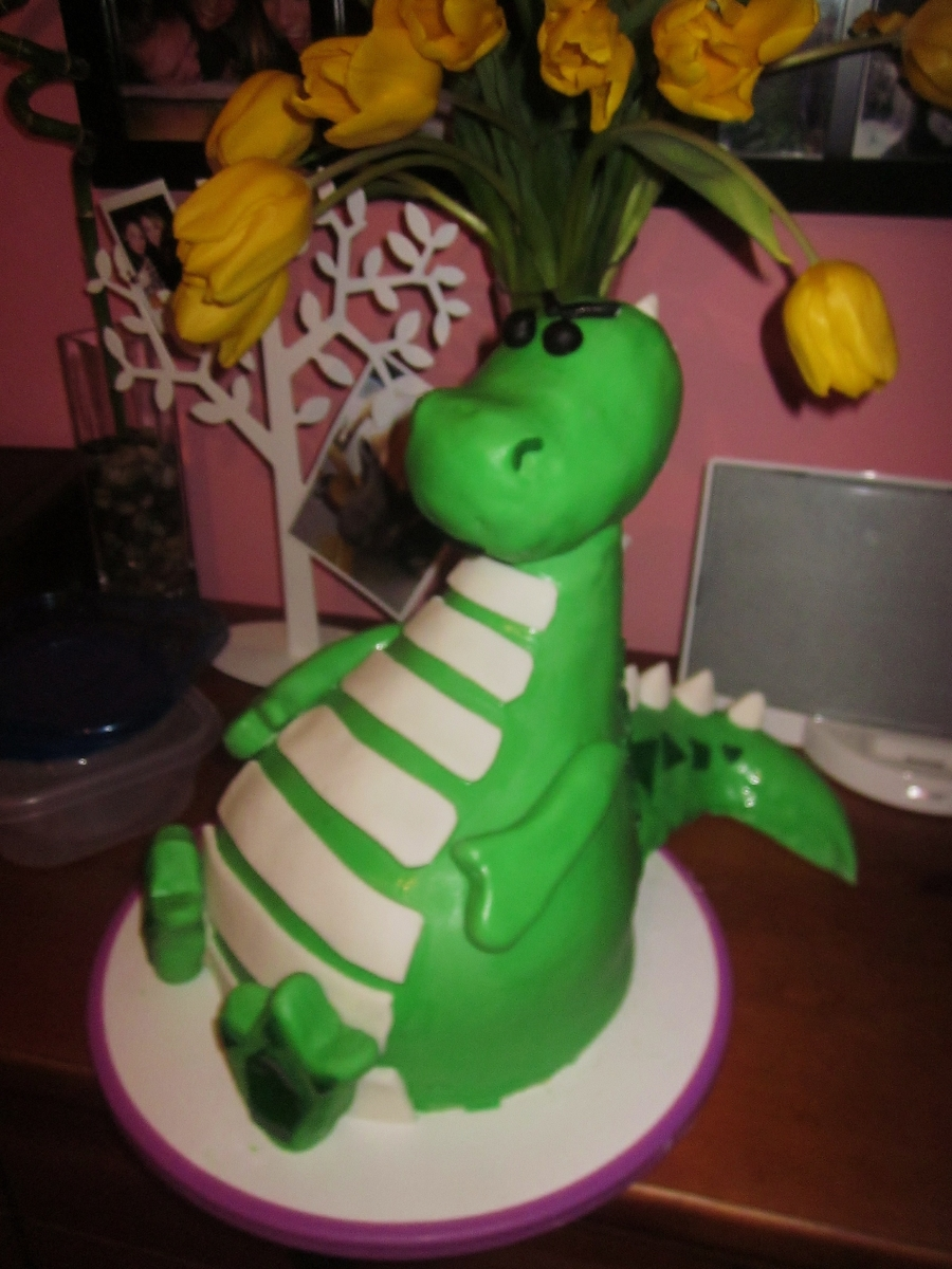 Albi The Dragon on Cake Central