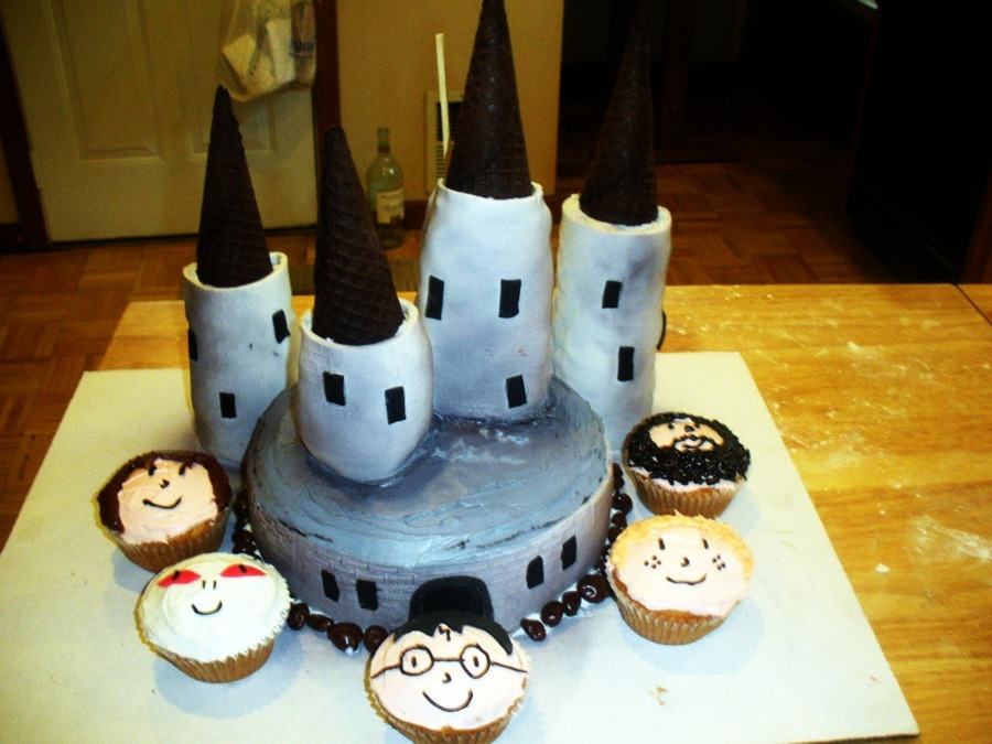 Magical Hogwarts Cake! on Cake Central