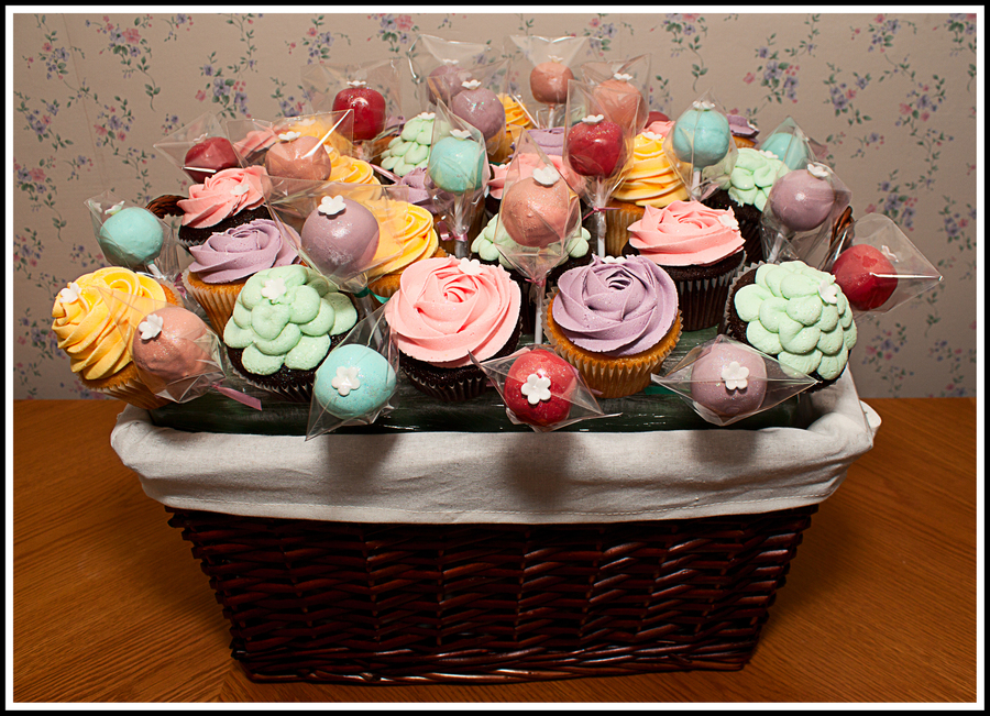Cupcake & Cake Pop Bouquet  on Cake Central