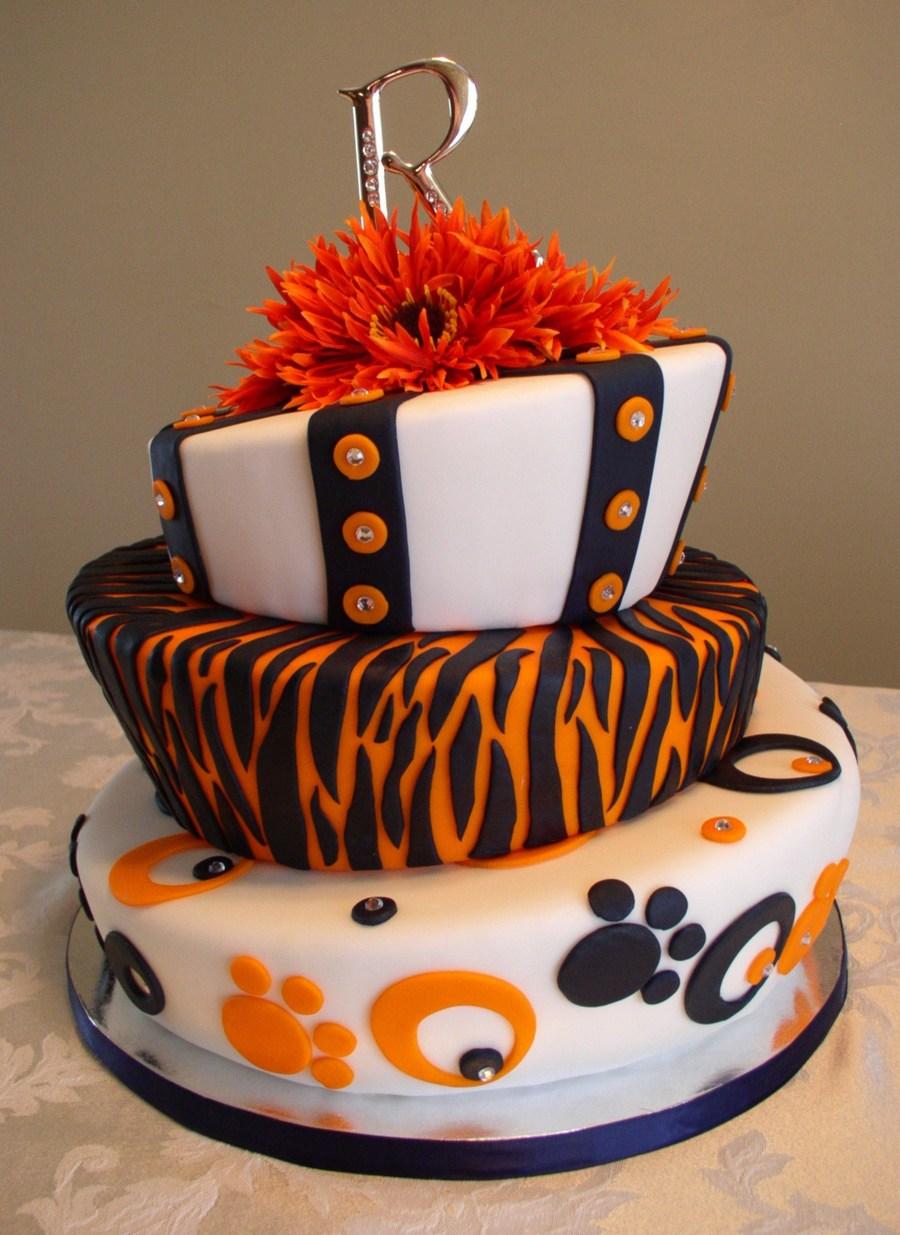 First Wedding Display Cake For Huge Auburn Fans