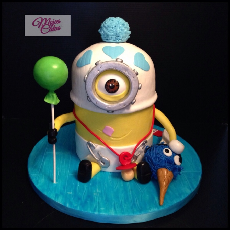 Mini Minion Birthday Cake