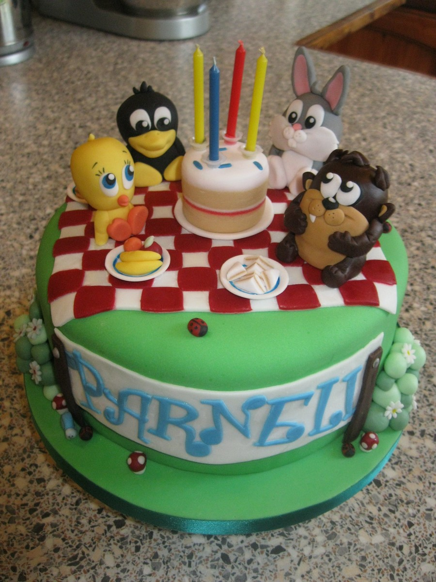 Baby looney tunes picnic for Baby looney tune decoration