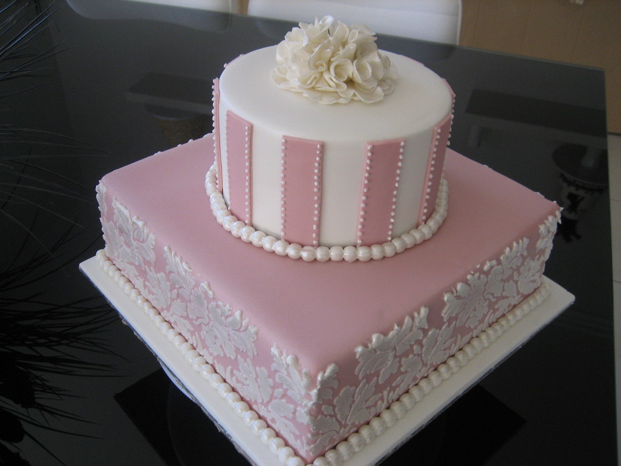 Pearls And Stripes on Cake Central