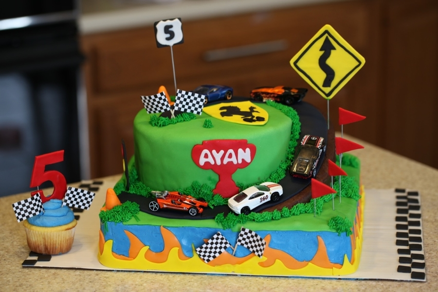 Images Of Hot Wheels Cake : Hot Wheels Cake - CakeCentral.com