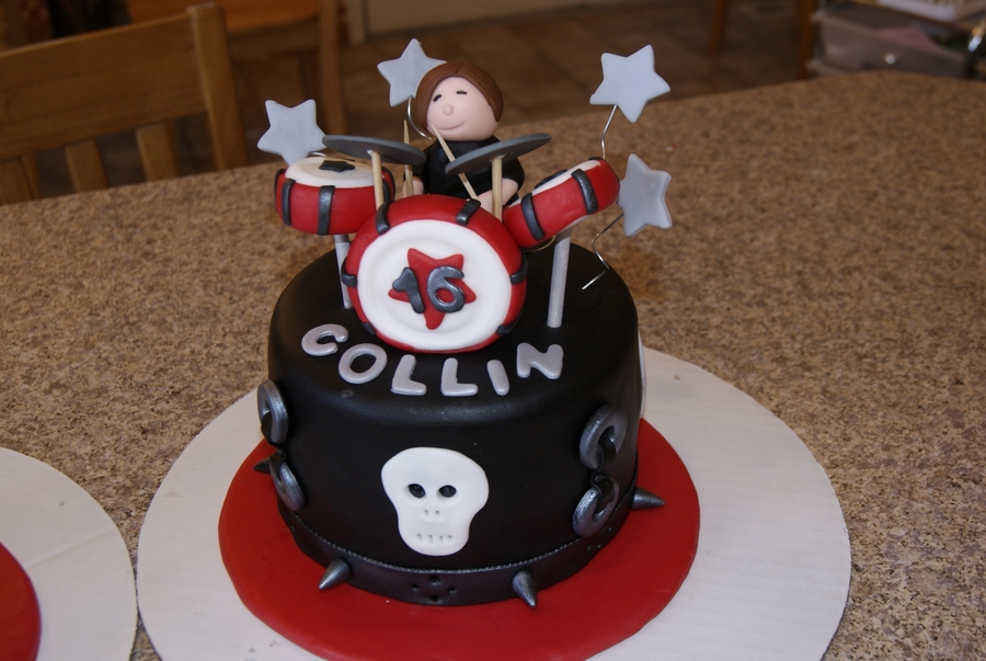 Rock n roll cakes for 16 yrs old twins cakecentral these were made for twin boys that were turning 16 they are in a band birthday cakes freerunsca Images