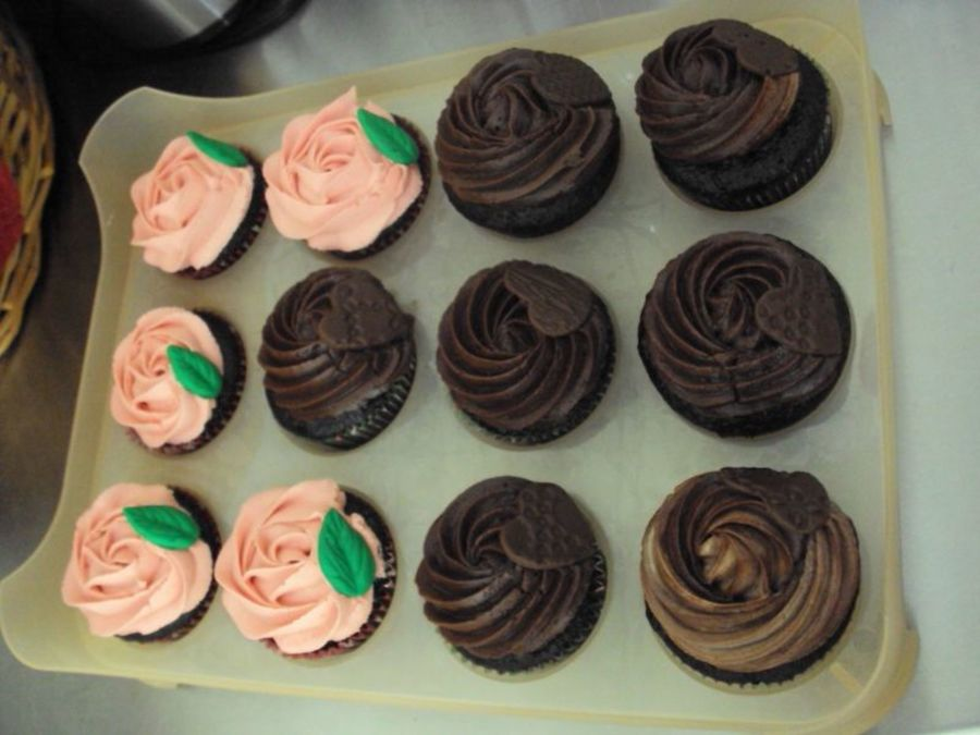 Chocolate Cuppies With Marble Fudgebuttercream Frosting And Chocolate Fondant Impressed Hearts on Cake Central
