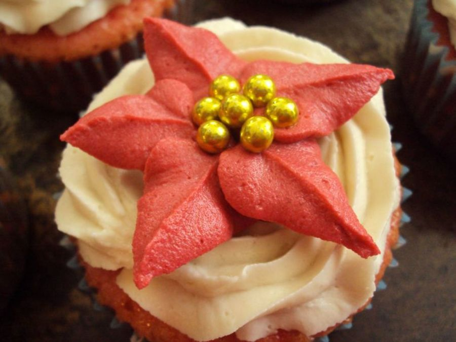 Strawberry Flavored Cupcakes With Buttercream Frosting And Buttercream Poinsettias And Gold Dragees on Cake Central