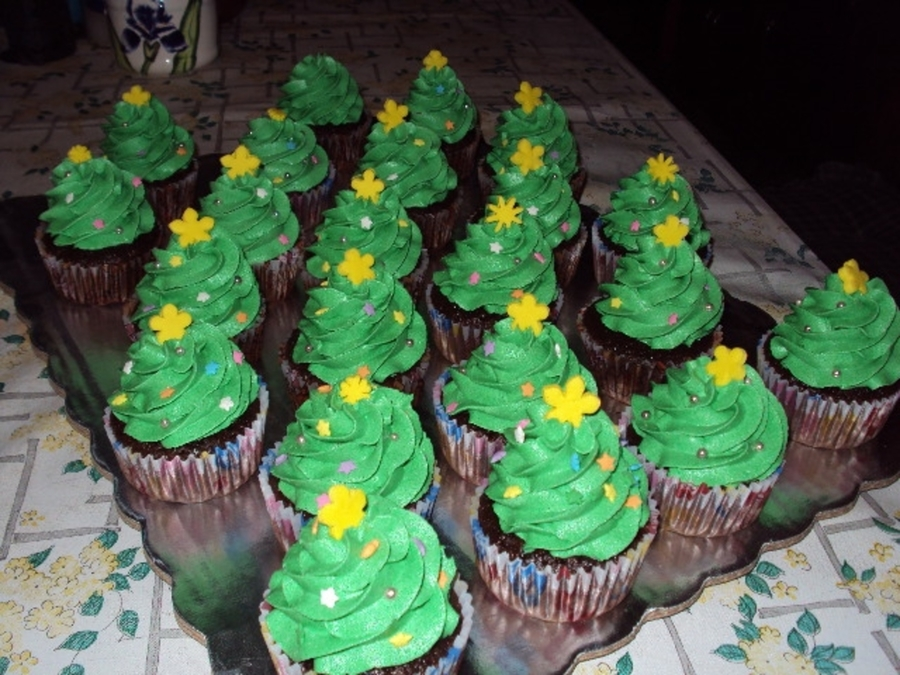 Christmas Tree Cuppies on Cake Central