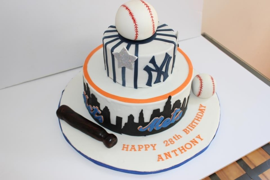 Mets And Yankees Theme Cake On Central