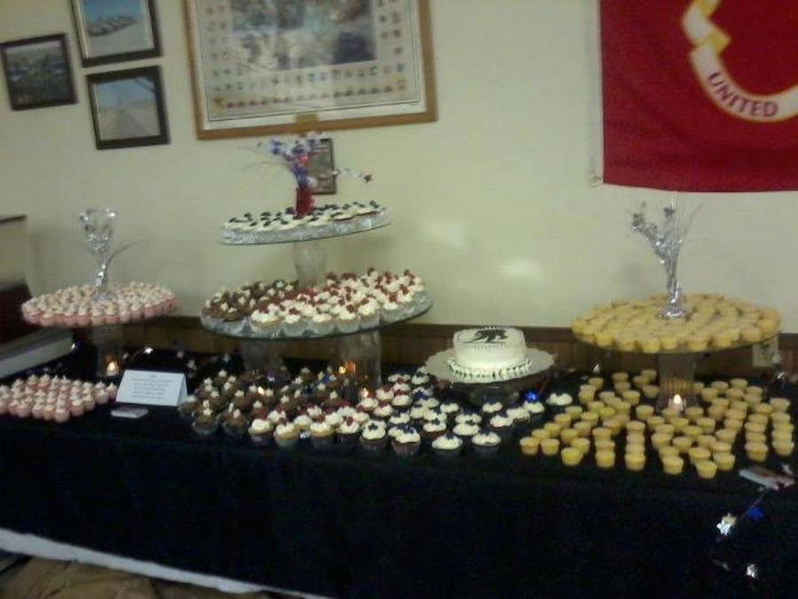 500 Cupcake Display For A Wounded Warrior Fundraising Event There Was Also An 8 Round Cake With The Wounded Warrior Emblem  on Cake Central