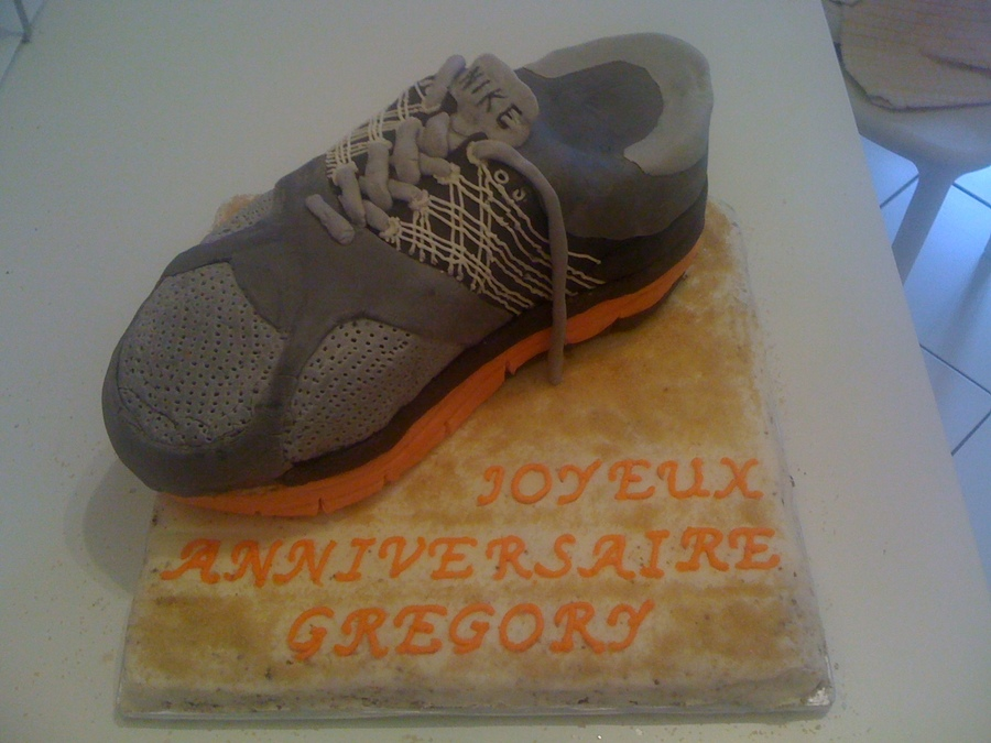 Running Shoe Cake on Cake Central