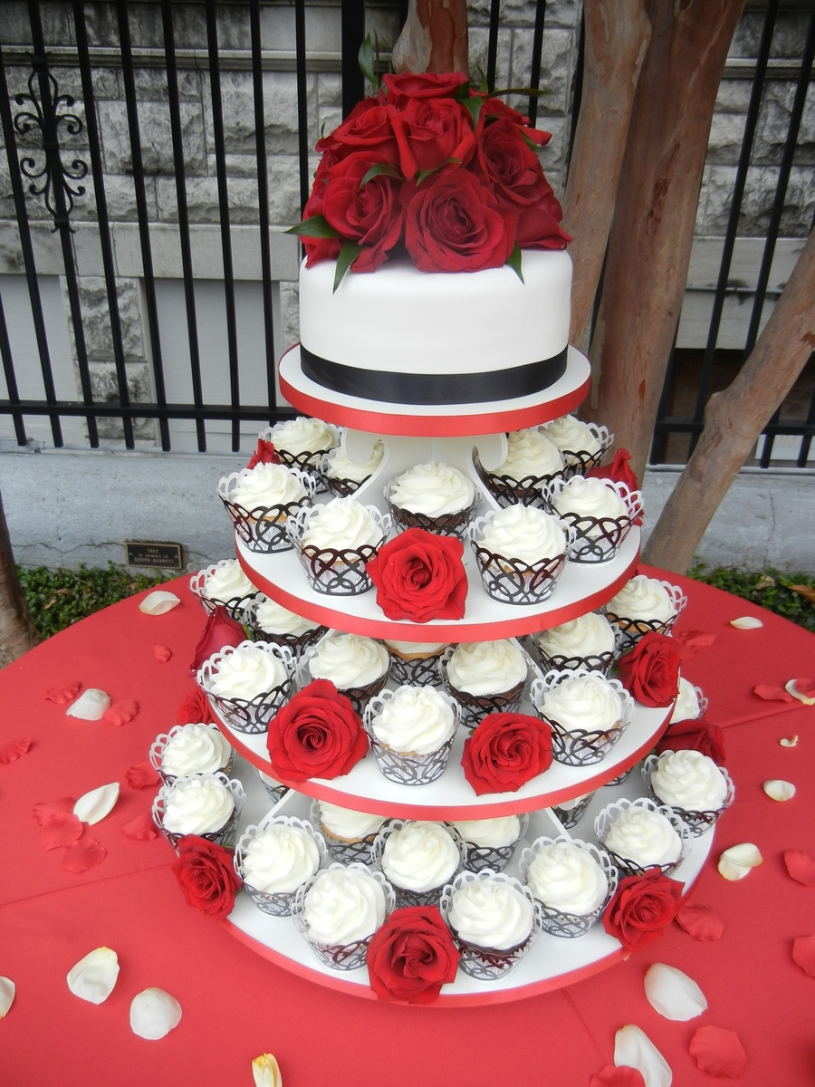 Red Rose Wedding Cupcakes Cakecentral Com