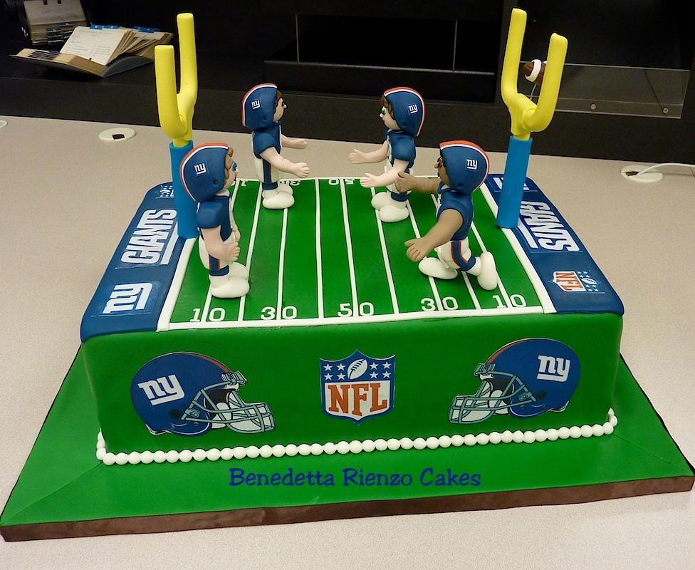 Cake Decorated Like A Football Field : Ny Giants Football Field Cake! Go Big Blue! - CakeCentral.com