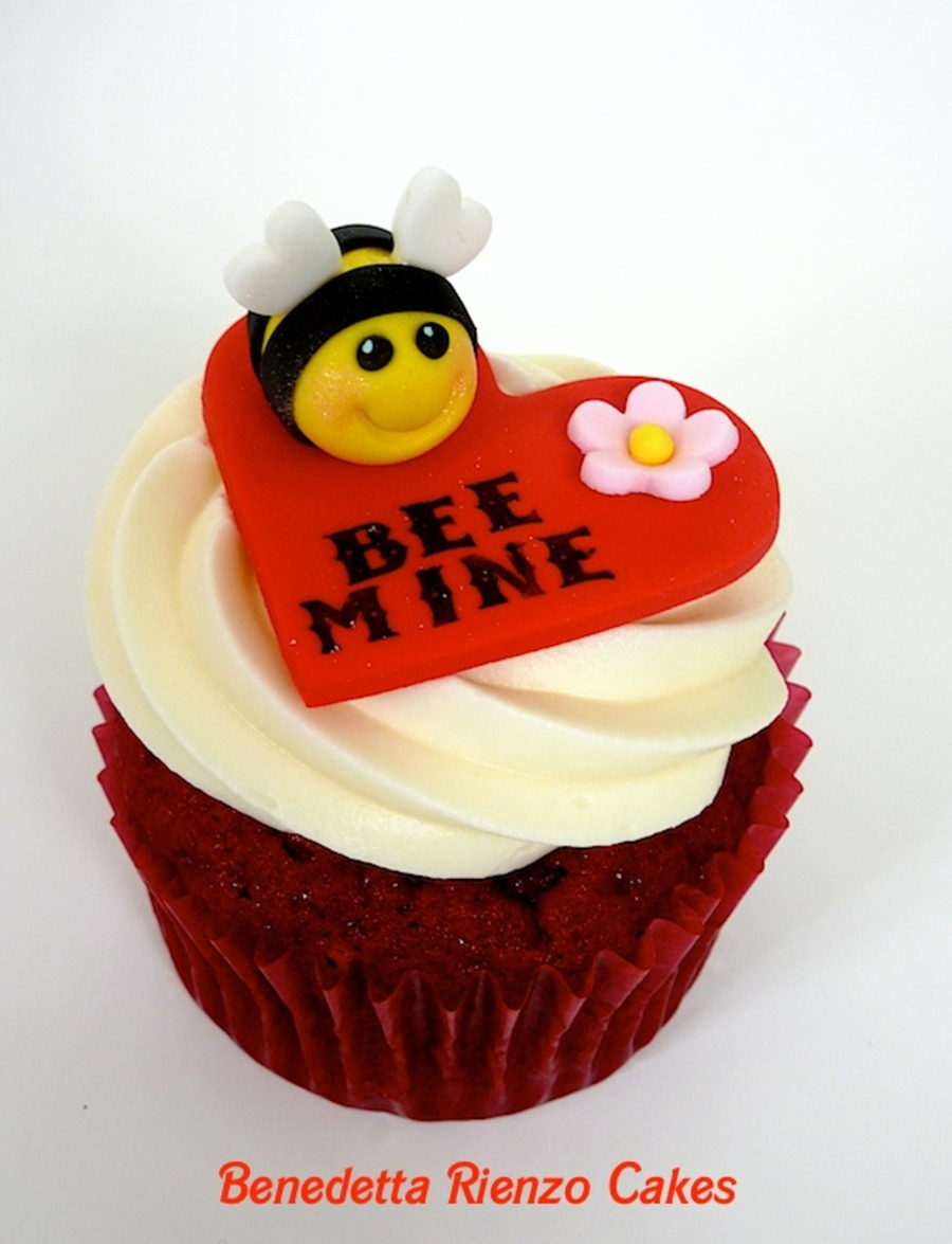 Bee Mine Valentine S Day Cupcakes Cakecentral Com