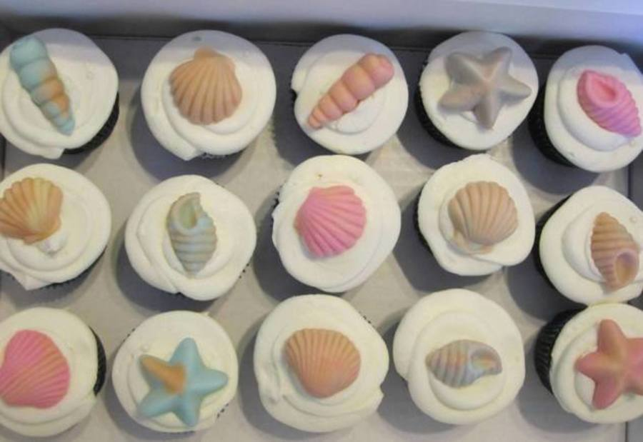 Chocolate And Vanilla Wasc Cupcakes With Mmf Toppers To Accompany A Babyshower Cake Posted In Babyshower on Cake Central