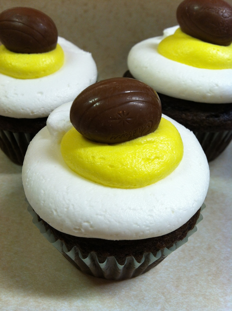 Cake With Icing Baked Inside : Cadbury Cream Egg Cupcakes - CakeCentral.com