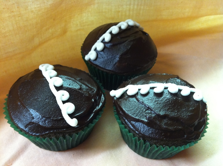 Familiar Looking Cream Filled Chocolate Cupcakes on Cake Central