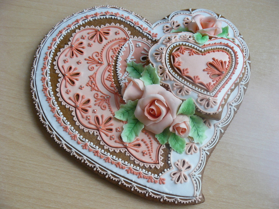 Gift Heart on Cake Central