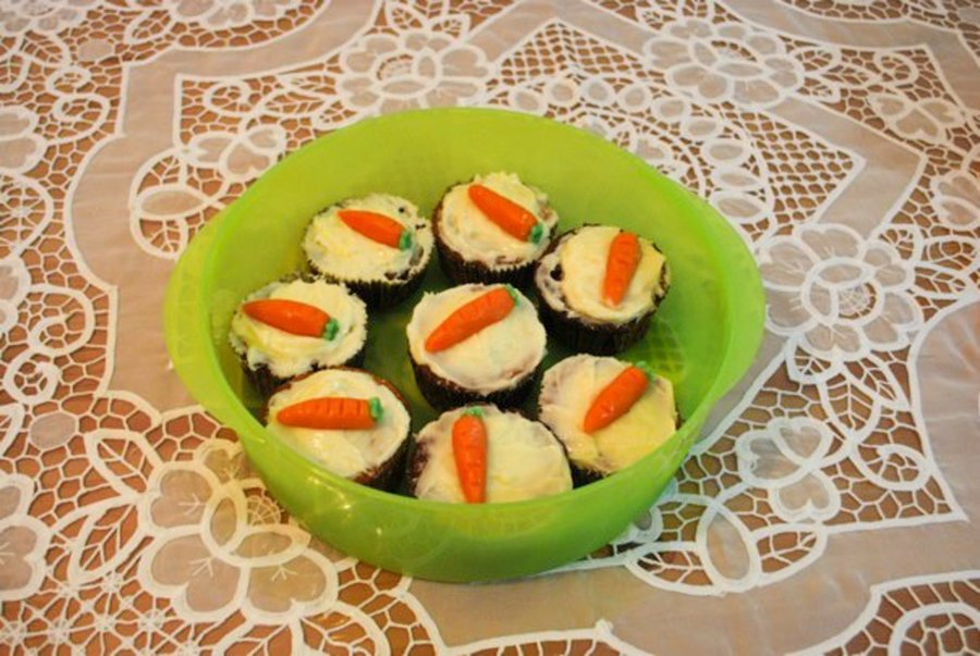 Easter Cupcakes- Carrot Cake With Cream Cheese Frosting And Marzipan Minin Carrots!! on Cake Central