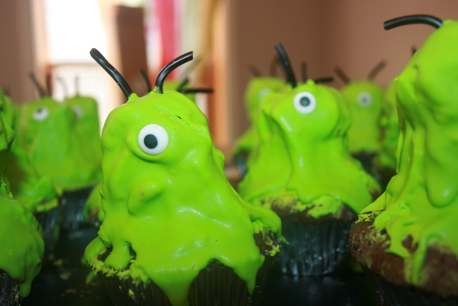 Alien Cupcakes  on Cake Central