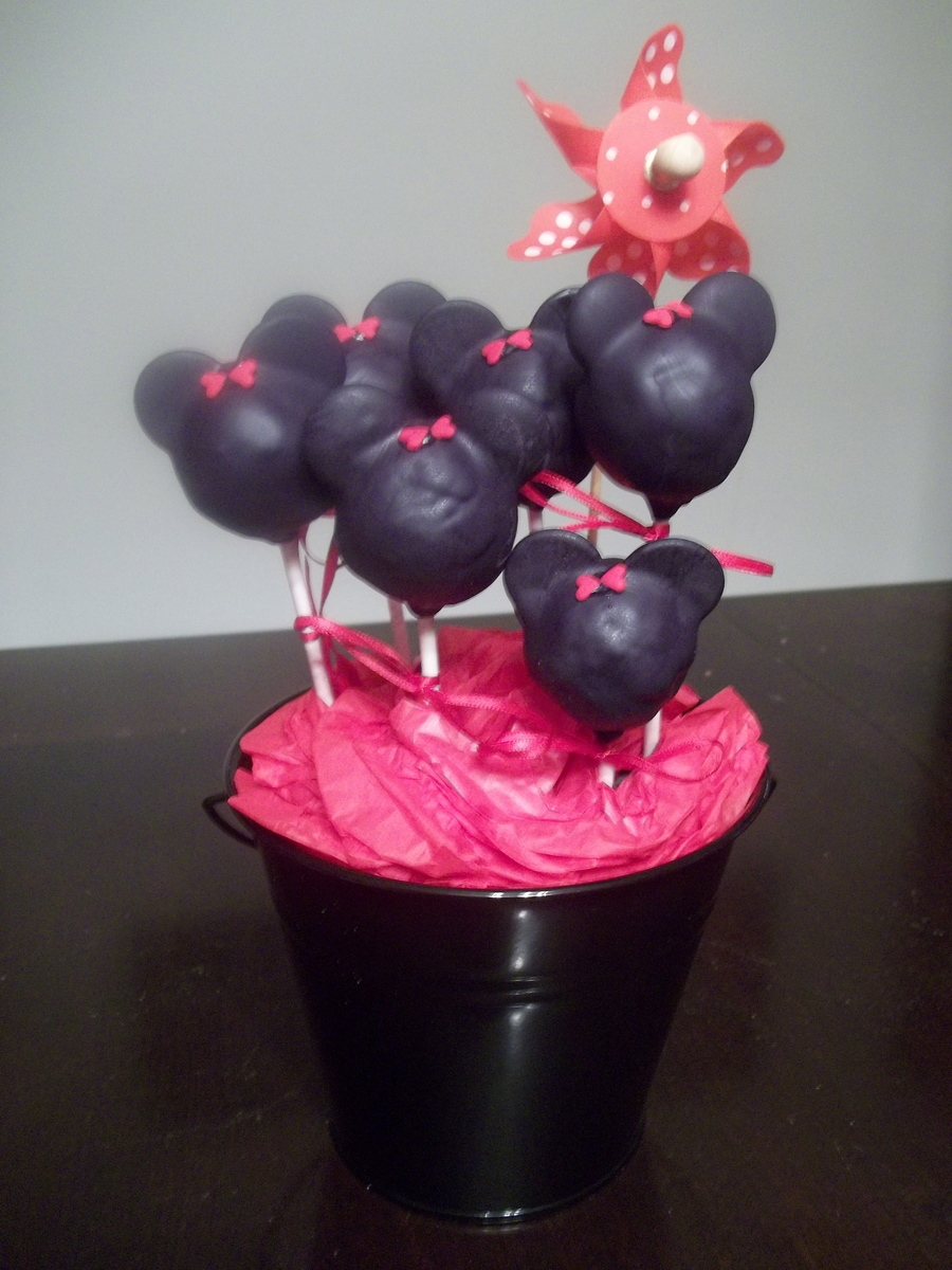 Mickey And Minnie Cake Pops! - CakeCentral.com Mickey And Minnie Cake Pops Instructions