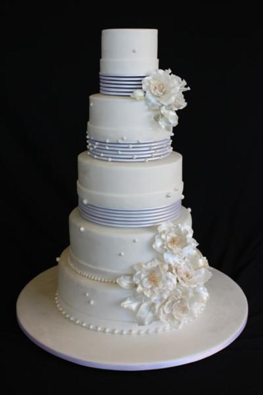 A Marina Sousa Design The 3 Top Tiers Had Multiple Boards Underneath Each With A Smaller One In Between Which Made Them Appear To on Cake Central