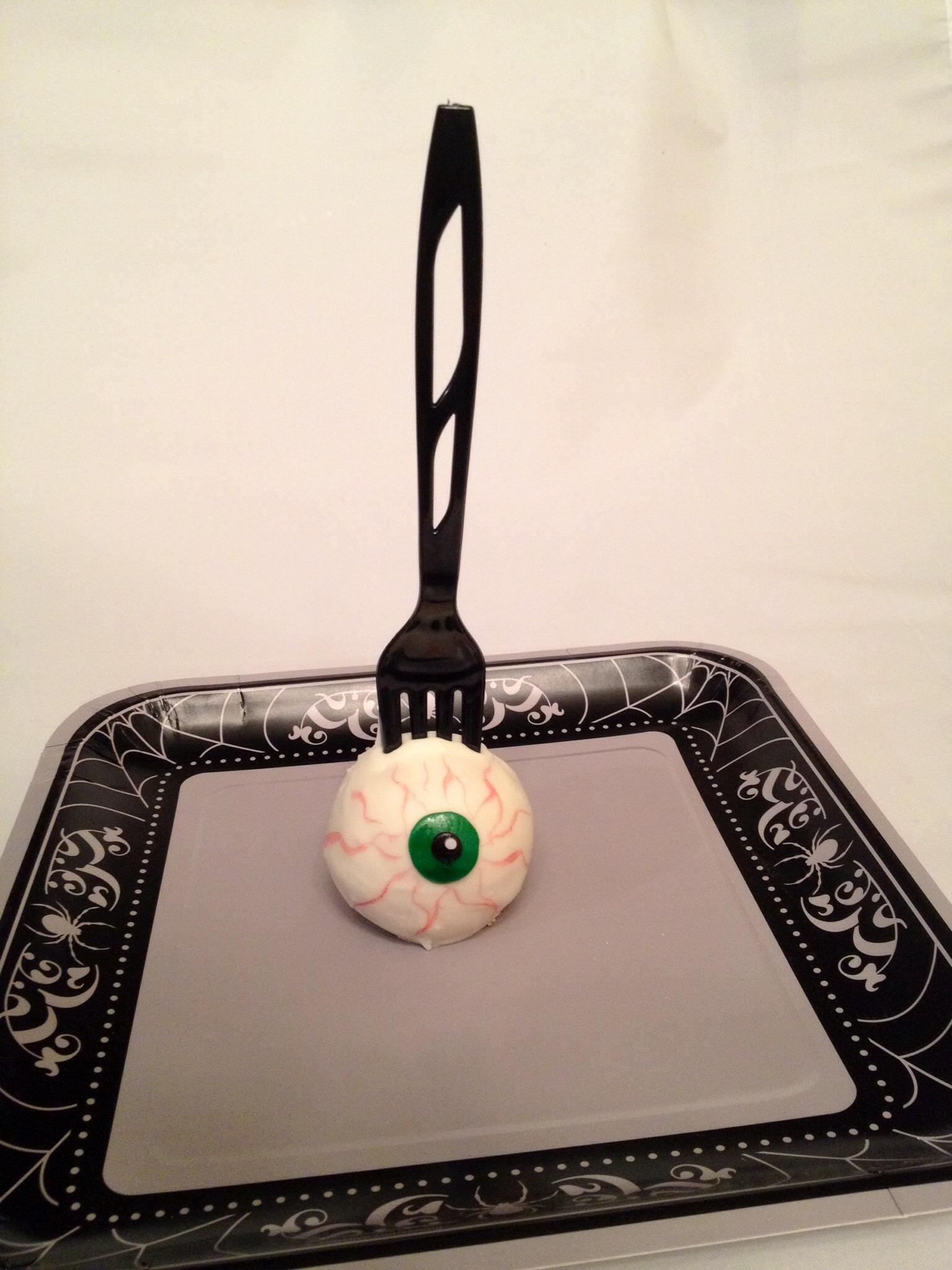 Zombie Eyeball Cake Pops