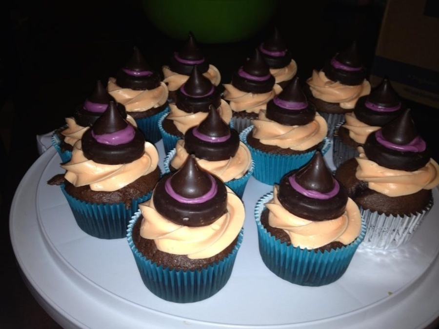 Witch Hat Cupcakes Peppermint Patties Melted Chocolate And Hershey Kisses on Cake Central