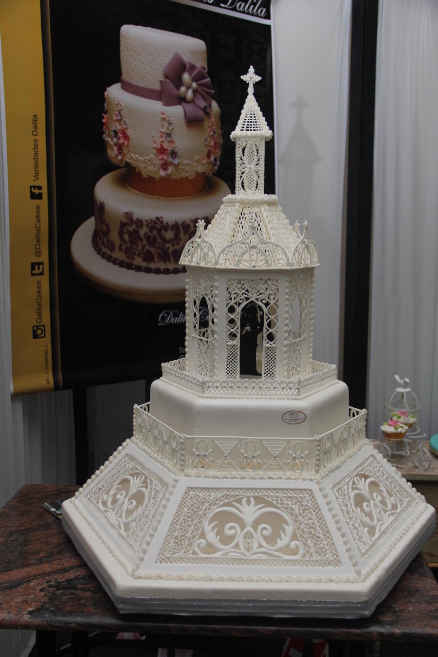 All Decoration And Chapel Made In Royal Icing ...