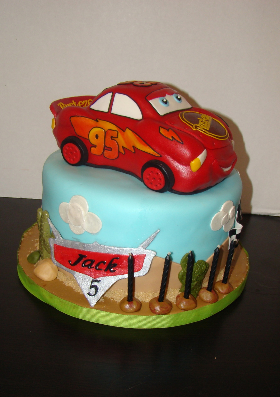 Mcqueen Car Cake Decoration : Cars/lightning Mcqueen Cake - CakeCentral.com