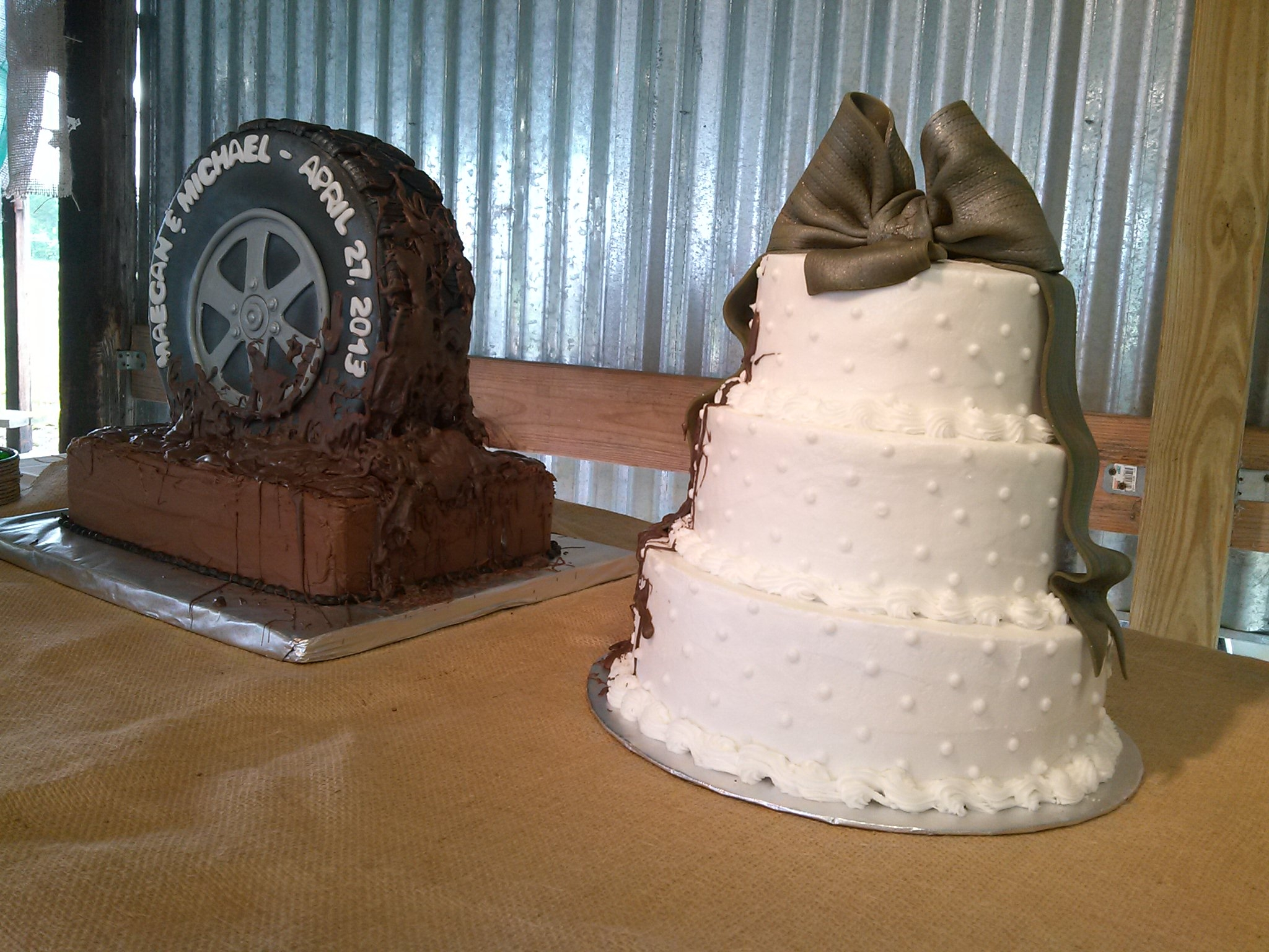 muddy tire country wedding cakes. Black Bedroom Furniture Sets. Home Design Ideas