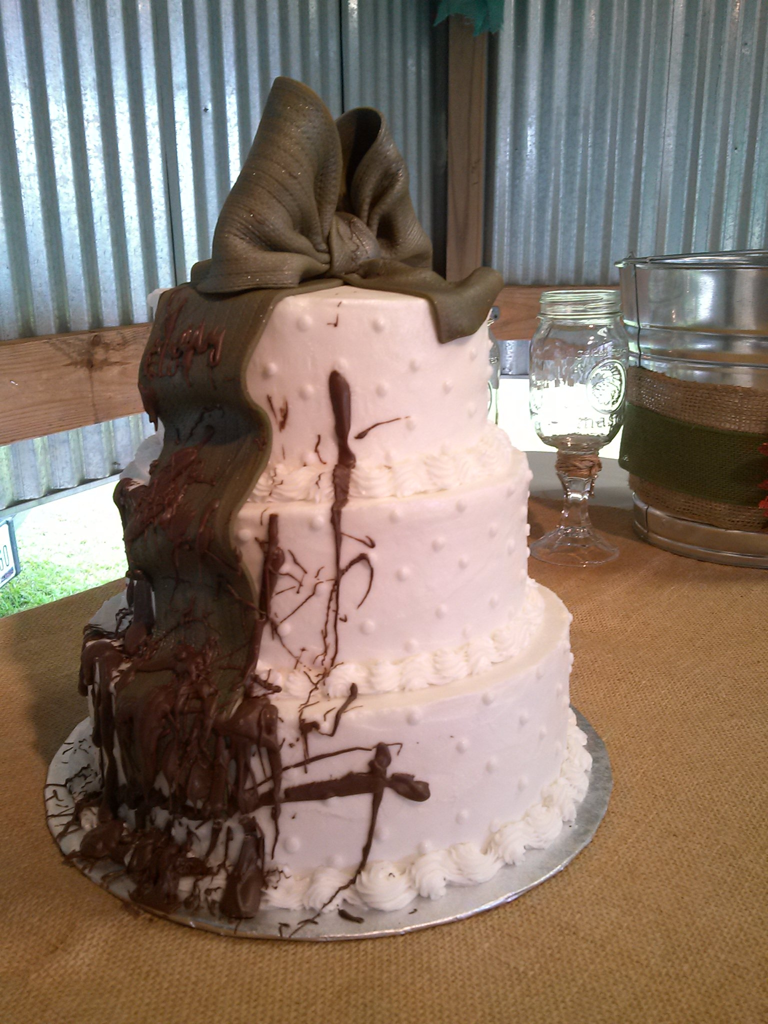 country rustic wedding cakes muddy tire country wedding cakes cakecentral 12983