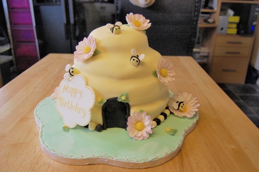 Beehive Cake  on Cake Central