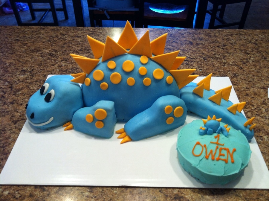 Image for How to make a dinosaur cake template
