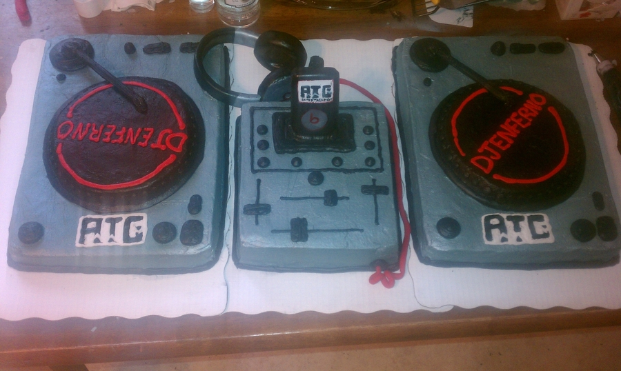 Dj Turn Table  on Cake Central