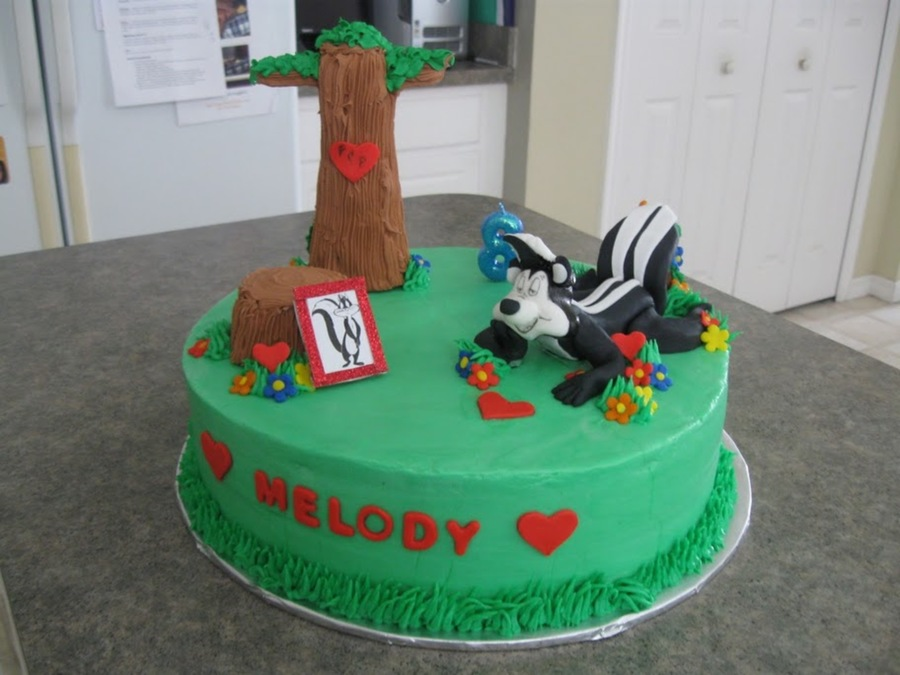 Pepe Le Pew  on Cake Central