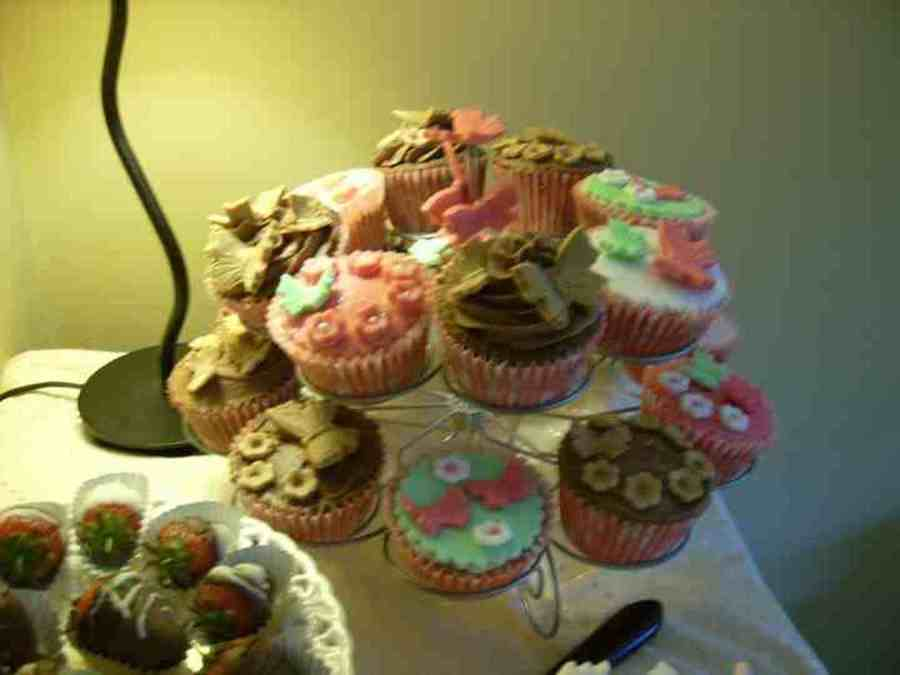 Pretty Cuppies on Cake Central